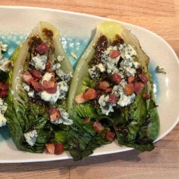 Grillet hjertesalat, bacon, blåskimmelost, opskrift, fremgangsmåde, tilberedning, mad, vin